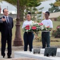 En Martinique, François Hollande se recueille sur la tombe d'Aimé Césaire