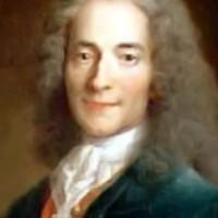"""Nicolas Bedos, un  """"combattant du racisme """" et auteur """"comparable à Voltaire """" (!)"""
