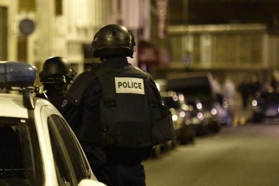 7780516701_la-police-dans-la-rue-bichat-ou-a-eu-lieu-la-premiere-fusillade-des-attentats-a-paris-le-13-novembre-2015