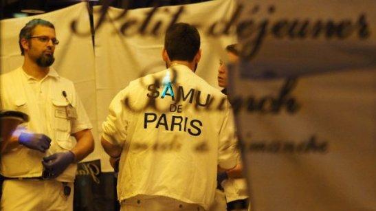 © MUSTAFA YALCIN / ANADOLU AGENCY Le SAMU de Paris devant le Petit Cambodge, restaurant où les clients ont été victimes d'un attentat ce vendredi
