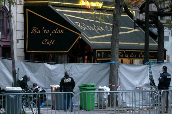7780517450_le-bataclan-a-paris-apres-les-attentats-du-13-novembre-2015